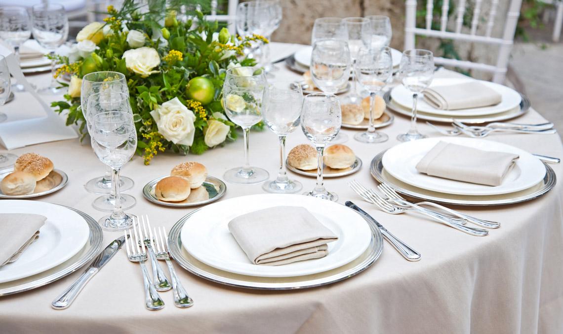 Piccolo manuale di galateo il bon ton a tavola - Disposizione bicchieri in tavola ...